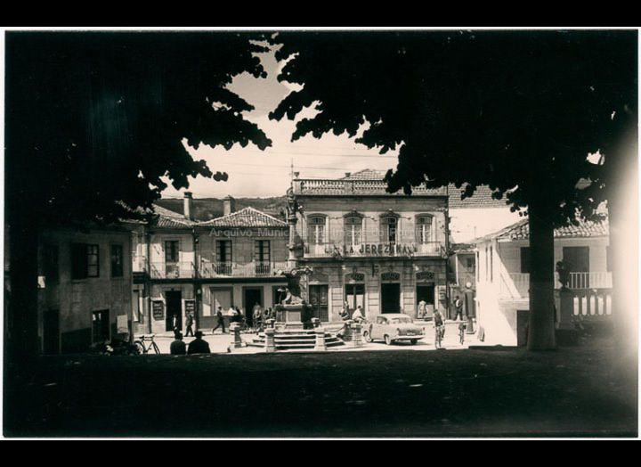 Parque do Cristo. Tarxeta Postal. / Foto Alarde [Librería Paz] [1955 – 1970 (?)] / PROCEDENCIA: Colección Postais Arquivo Municipal da Imaxe