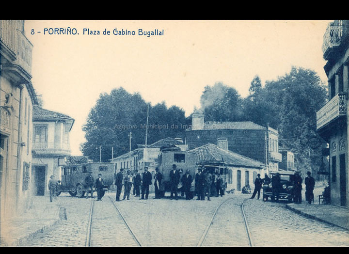 O Porriño. Praza Central. Tarxeta Postal. / Fototipia Thomas (Barcelona) [1928-1929 (?)] / PROCEDENCIA: Recollida O Porriño. Album familiar de Victoria E. Troncoso Rodríguez