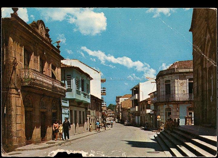 Rúa Manuel Rodríguez. Tarxeta postal. / Ediciones Arribas (Zaragoza)- Dist. Postales Fama (Vigo) [1970-1980 (?)] / PROCEDENCIA: Recollida O Porriño. Album familiar de Fátima Pereira Pérez