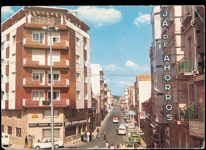 Praza Central e avenida de Ramiráns. Tarxeta postal. / Postales Fama (Vigo) [1970-1980 (?)] / PROCEDENCIA: Recollida O Porriño. Album familiar de Fátima Pereira Pérez