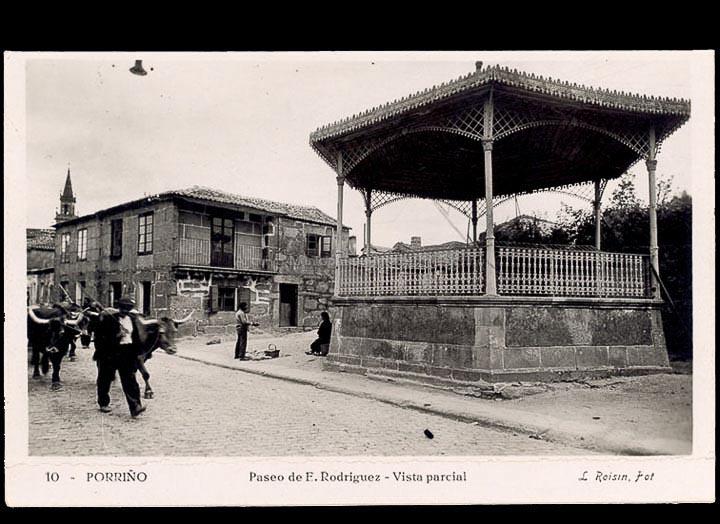 Paseo de San Bieito. Quiosco da música. Tarxeta postal. / L. Roisin, fotógrafo [Ca. 1929]