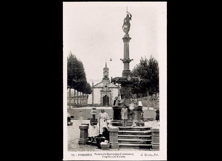 Capela e Fonte do Cristo. Tarxeta postal. / L. Roisin, fotógrafo [Ca. 1929]