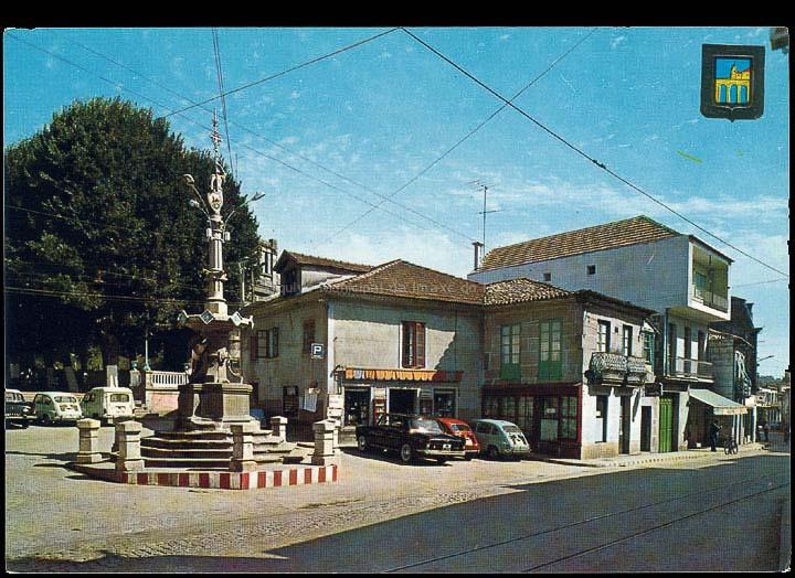 Praza e Fonte do Cristo. Tarxeta postal. / Comercial Escudo de Oro – Ediciones Fisa [1970-1980 (?)]