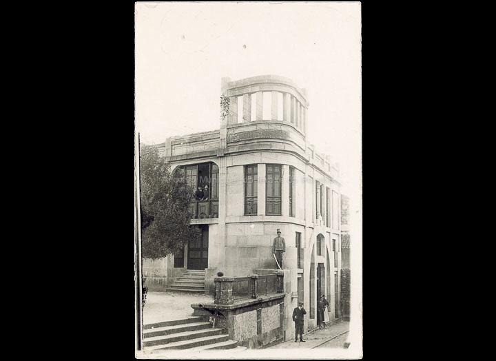 Botica Nova de José Palacios. Tarxeta postal. / Autor descoñecido [1909-1920 (?)]