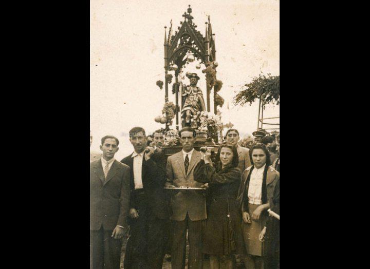 Procesión de San Roque. / Foto – Cine Company [1948 – 1950] / PROCEDENCIA: Recollida Torneiros. Album familiar de Bienvenido Bastos Ramírez