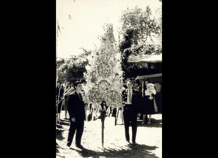 Espadana na festa de San Roque. / Foto Ramiro [1951-1952] / PROCEDENCIA: Recollida Torneiros. Album familiar de Bienvenido Bastos Ramírez
