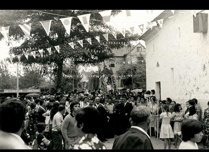 Procesión de San Roque. / Autor descoñecido [1965-1980 (?)] / PROCEDENCIA: Recollida Torneiros. Album familiar de Pablo Lorenzo González