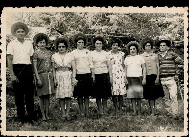 Amigos de Mosende e Ribadelouro no Monte Aloia. / Foto Balbino Ramírez (Salceda de Caselas) [1953] / PROCEDENCIA: Recollida Mosende. Album familiar de Juan Gallego