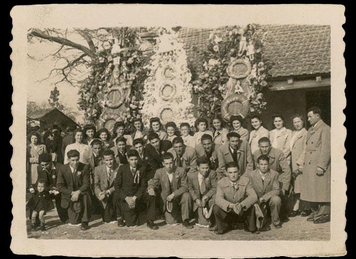 Comisión de festas de San Brais de Budiño do barrio da Cruz. / Foto Vila (Tui) [Ca. 1948] / PROCEDENCIA: Recollida Budiño. Album familiar de Recordina Alonso