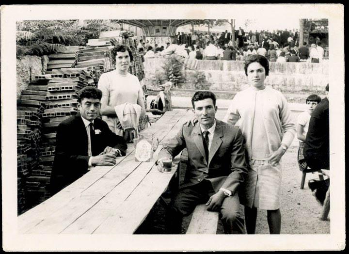 Amigos na festa de Santa Bárbara. / Foto Balbino [1965-1970 (?)] / PROCEDENCIA: Recollida Budiño. Album familiar de Teresa Vila Da Costa