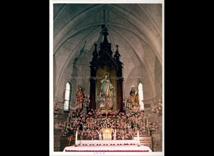 Altar Maior da igrexa parroquial Sta. María do Porriño. / Autor descoñecido (Foto Pako ?) [1980] / PROCEDENCIA: Recollida O Porriño. Album familiar de Paz Moreira Adán