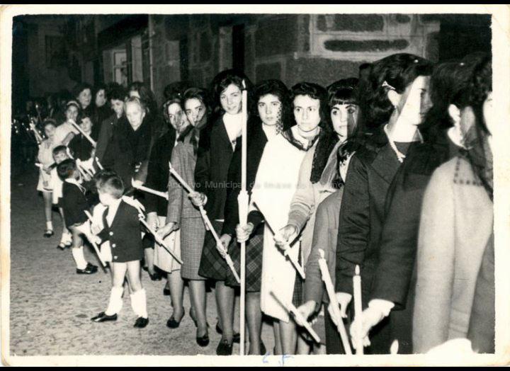 Procesión na Semana Santa. / Foto Ramiro [1965] / PROCEDENCIA: Recollida O Porriño. Album familiar de Mª Rita Iglesias Miniño