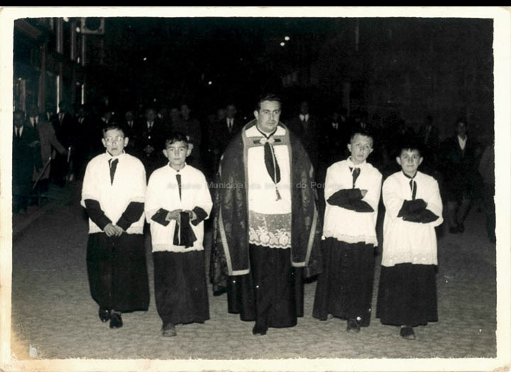 Procesión de Xoves Santo. / Foto Ramiro [1960-1962] / PROCEDENCIA: Recollida O Porriño. Album familiar de Mª Rita Iglesias Miniño