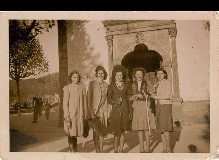 Xoves Santo. / Autor descoñecido [1941] / PROCEDENCIA: Recollida O Porriño. Album familiar de Josefa Leirós Rodríguez
