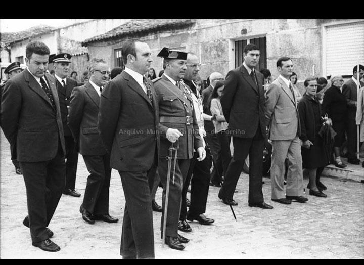 Procesión de Semana Santa coa presencia do alcalde Gonzalo Ordóñez Pérez. / Foto Magno [1960-1970] / PROCEDENCIA: Arquivo Magno