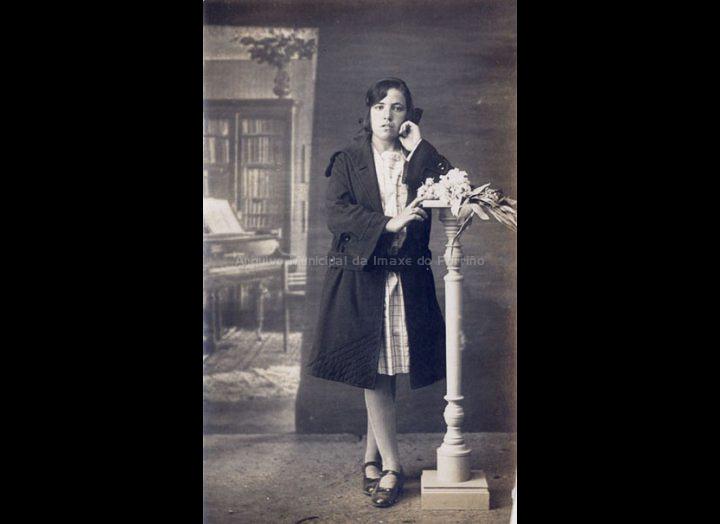 Retrato dunha moza. / José Moreira [1928 – 1950] / PROCEDENCIA: Arquivo Moreira