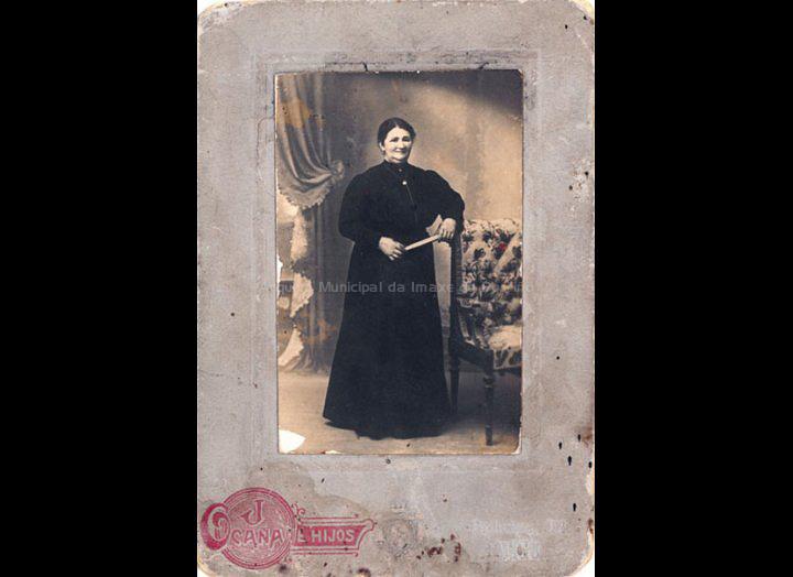 Josefa Castro. / J. Ocaña e Hijos [1890-1909] / PROCEDENCIA: Recollida O Porriño. Album familiar de Josefa Sío Casales