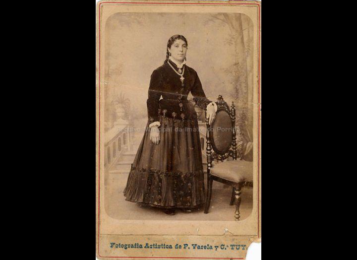 Dona Amalia. / Fotografía Artística P. Varela y Cia. (Tui) [1899] / PROCEDENCIA: Recollida Mosende. Album familiar de Cándida Barros González