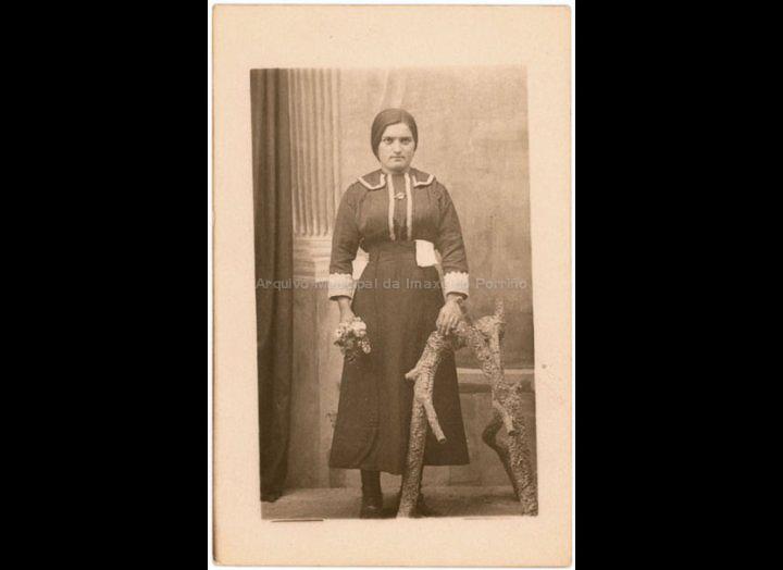 Retrato de muller. / José Moreira [1928 – 1950] / PROCEDENCIA: Arquivo Moreira