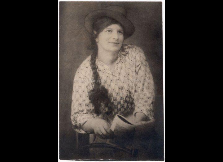 Mercedes Adán, a muller de José Moreira. / José Moreira [1910 - 1950] / PROCEDENCIA: Arquivo Moreira