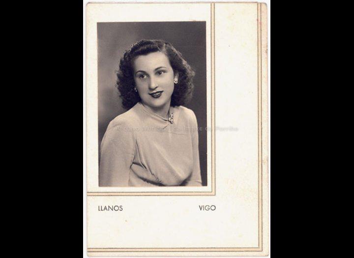 Isabel Domínguez Salgado. / Llanos (Vigo) [Ca. 1946] / PROCEDENCIA: Recollida O Porriño. Album familiar de Isabel Domínguez Salgado