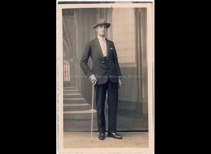 Retrato de estudio dun home con sombreiro. / José Moreira [1928 – 1950] / PROCEDENCIA: Arquivo Moreira