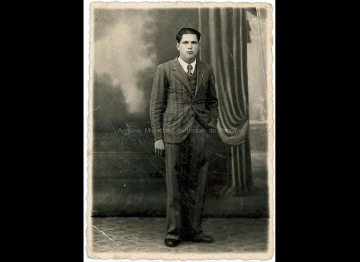 Retrato de Manuel Ucha Iglesias. / Fotos Vidal (Ponteareas) [1930-1945 (?)] / PROCEDENCIA: Recollida Budiño. Album familiar de Enrique Ucha Lorenzo