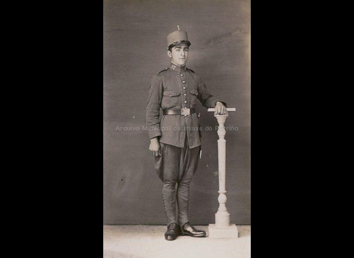 Retrato dun militar. / José Moreira [1910 - 1950] / PROCEDENCIA: Arquivo Moreira