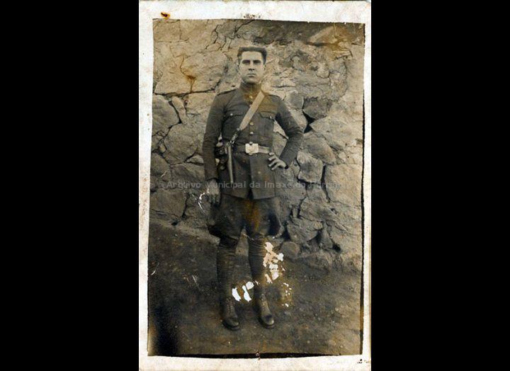 Constantino Durán no servizo militar en Algeciras. / Autor descoñecido [1920 – 1930 (?)] / PROCEDENCIA: Recollida Torneiros. Album familiar de Basilio Vila Lorenzo
