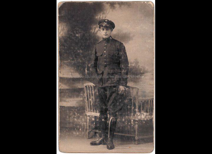 José Giráldez, soldado en Ceuta. / Estudio Fotográfico J. Calatayud (Ceuta- Tetuán) [1925] / PROCEDENCIA: Recollida O Porriño. Album familiar de Mª José Giráldez Rodríguez