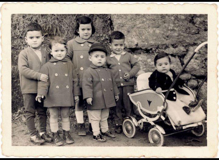 Nenos do Peso e do Painzal. / Foto Magno [1964] / PROCEDENCIA: Recollida Cans. Album familiar de Juan Maceira e Carmen Casalmorto