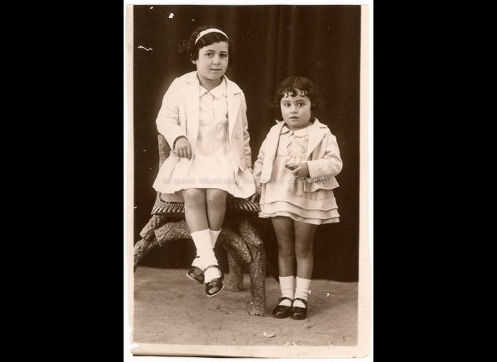 As irmás Pura e Mucha Mayo. / José Moreira [1928 – 1940 (?)] / PROCEDENCIA: Arquivo Moreira