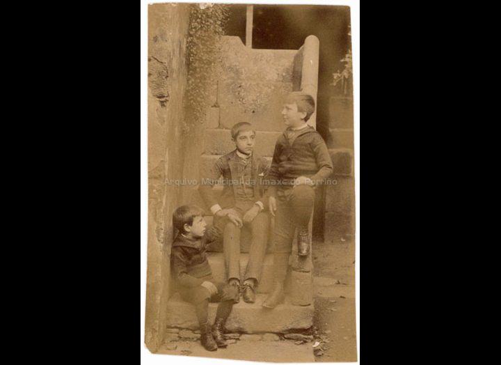 Os fillos do Conde de Ramiranes. / Autor descoñecido [Principios do s. XX (?)] / PROCEDENCIA: Recollida O Porriño. Album familiar de Anunciación Coto Maceira