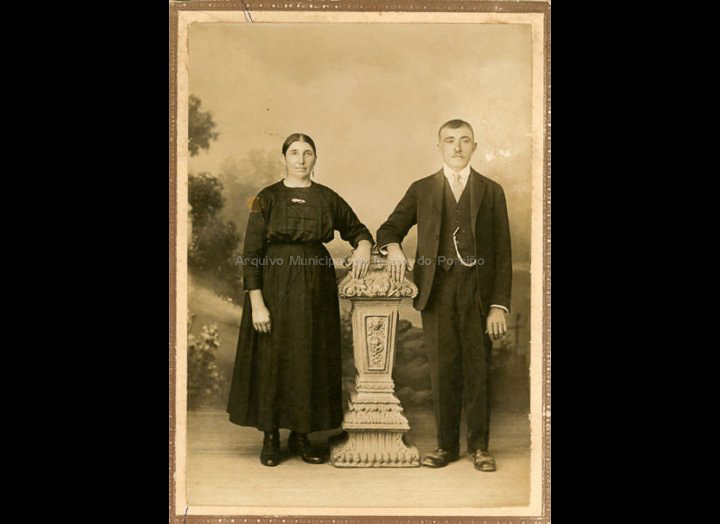 José Lorenzo e Carmen Alonso. / Rosendo Bugarín (Tui) [1910 - 1930] / PROCEDENCIA: Recollida Torneiros. Album familiar de Basilio Vila Lorenzo