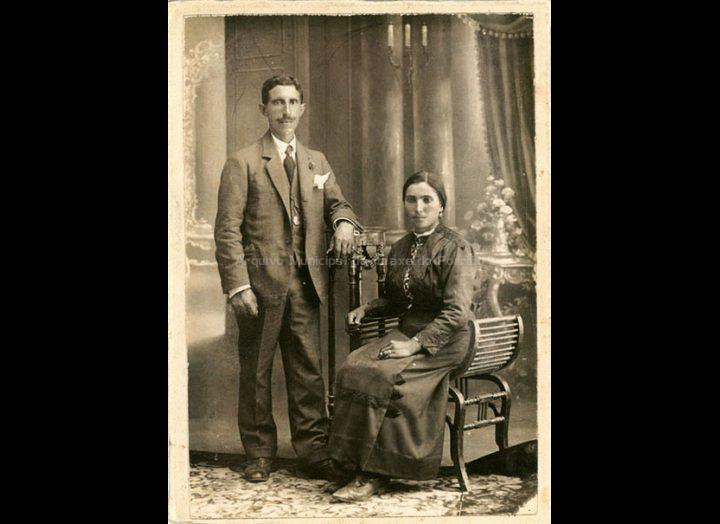 Bautista González Alonso e Emilia Corbacho González. / Autor descoñecido [1920 – 1925 (?)] / PROCEDENCIA: Recollida Mosende. Album familiar de Purificación Alonso Corbacho