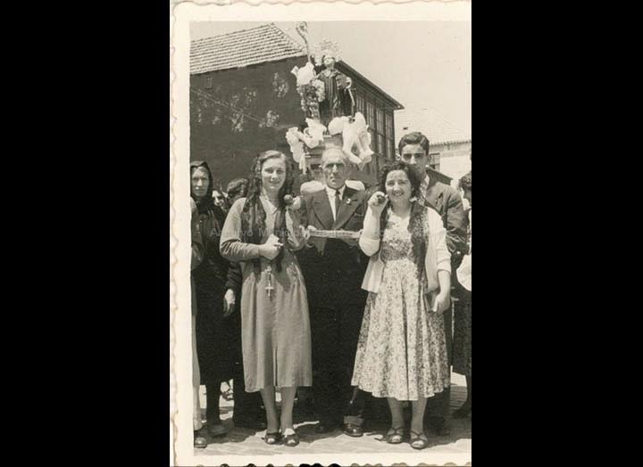 Procesi&oacutn de San Bieito. / Foto Company [1950- 1970 (?)] / PROCEDENCIA: Recollida O Porriño. Album familiar de Mª Paz Moreira Adán