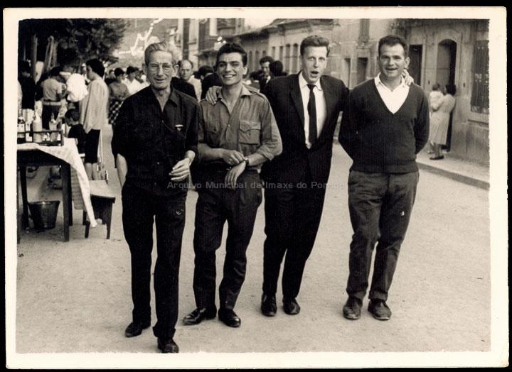 Amigos na festa de San Bieito. / Foto Ramiro [11/07/1964] / PROCEDENCIA: Recollida O Porriño. Album familiar de José Ángel vilariño Iglesias