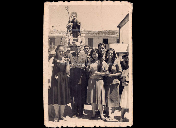 Procesión de San Bieito. / Foto Company [11/07/1956] / PROCEDENCIA: Recollida O Porriño. Album familiar de Josefa Sío Casales