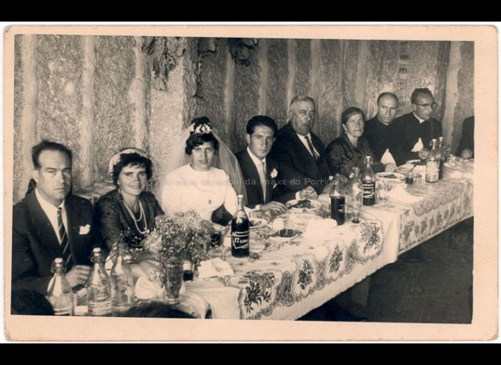 Banquete de voda de Carmen Freiría e Antonio Pampillón. / Foto Balbino Ramírez (Salceda de Caselas) [Ca. 1963] / PROCEDENCIA: Recollida Mosende. Album familiar de Prificación Freiría Cortiñas