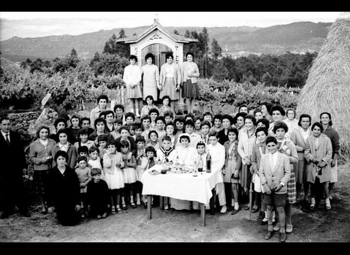 Celebración de primeiras comuñóns en Pontellas. / Foto Magno [1960 – 1965] / PROCEDENCIA: Arquivo Magno