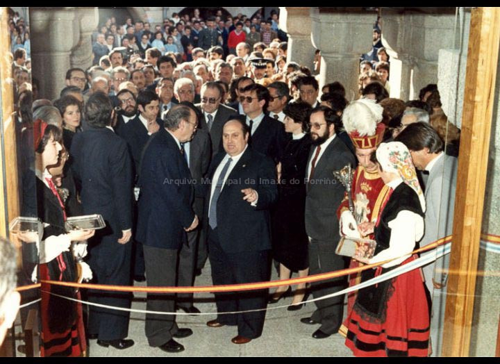 Inauguración da reforma da Casa Consistorial tras o incendio de 1976. / Autor descoñecido (Foto Pako ?) [26/03/1983] / PROCEDENCIA: Recollida O Porriño. Album familiar de Joaquín Diz Tato