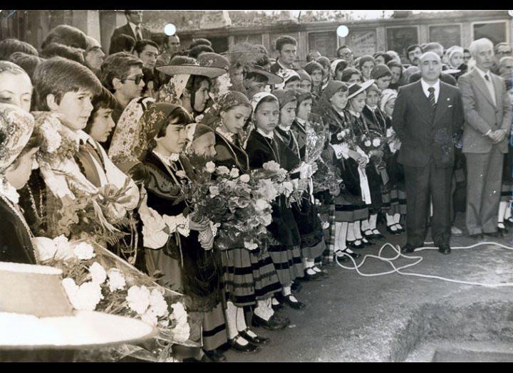 Traslado dos restos mortais do Arquitecto Antonio Palacios Ramilo ao cemiterio do Porriño. / Foto Pako [1976] / PROCEDENCIA: Recollida O Porriño. Album familiar de Joaquín Diz Tato
