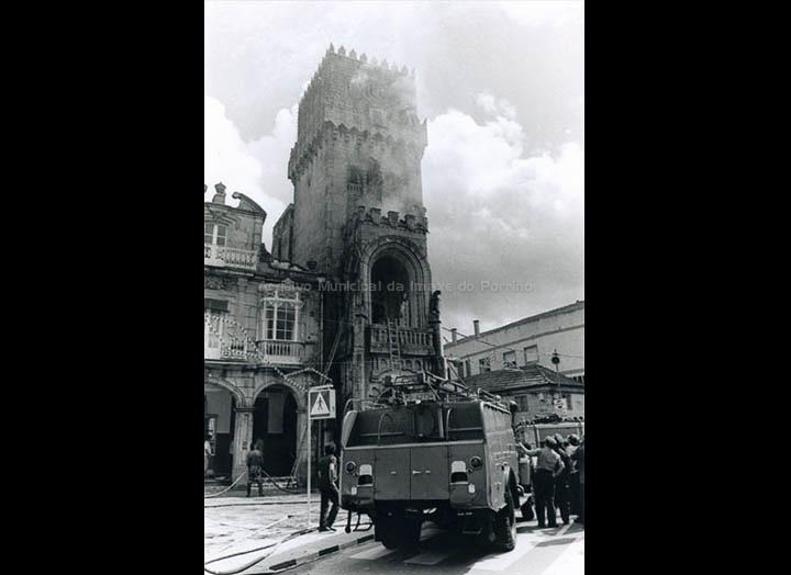 Incendio da Casa Consistorial. / Foto Pako [25/09/1976] / PROCEDENCIA: Arquivo Municipal do Porriño