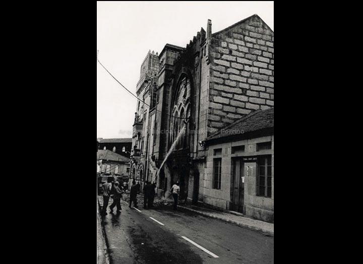 Incendio da Casa Consistorial. / Foto Pako [25/10/1976] / PROCEDENCIA: Fondo do Arquivo Municipal do Porriño