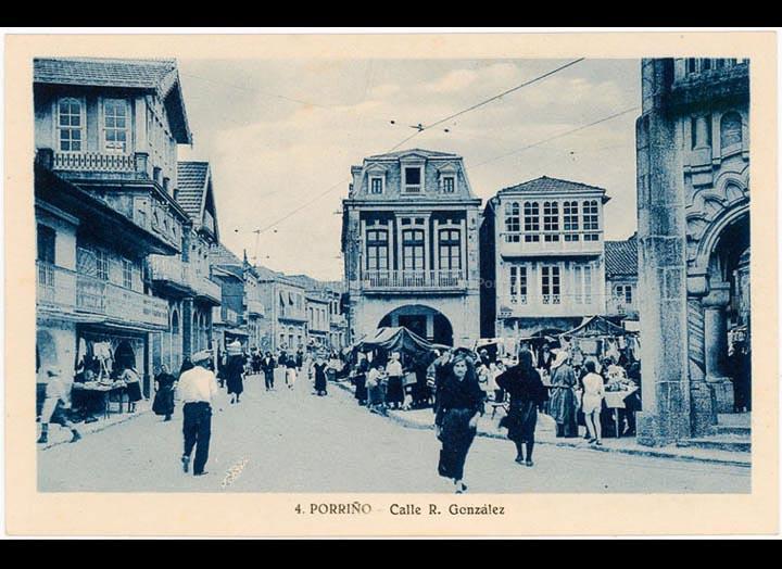 Praza do Concello nun día de feira. Tarxeta Postal. / Foto L. Rosin [1929 – 1930 (?)] / PROCEDENCIA: Recollida O Porriño. Album familiar de Josefa Sío Casales