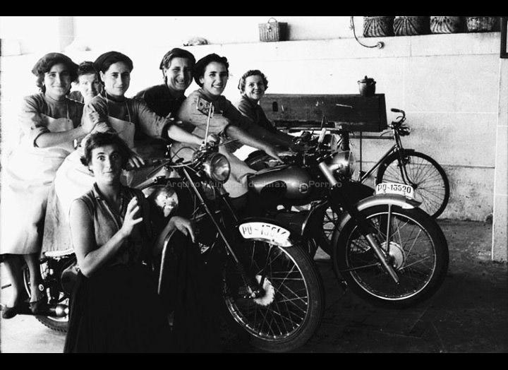 Traballadoras do Matadoiro do Porriño. / Foto Magno [1950 - 1960] / PROCEDENCIA: Arquivo Magno