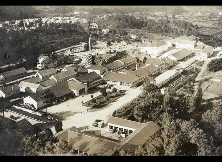 Instalacións da factoría Zeltia S.A. Vista aérea. / Paisajes Españoles [1950 – 1970 (?)] / PROCEDENCIA: Doazón de  José Ángel Carrera Alves