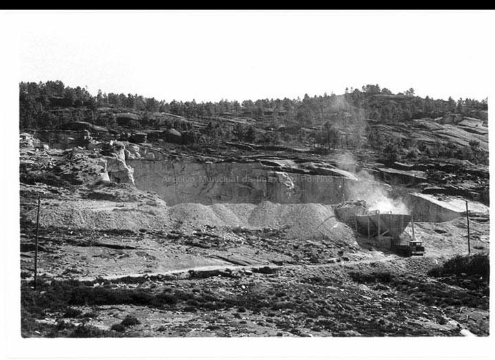 Vista xeral dunha canteira de granito. / Foto Magno [1950-1970 (?)] / PROCEDENCIA: Arquivo Magno