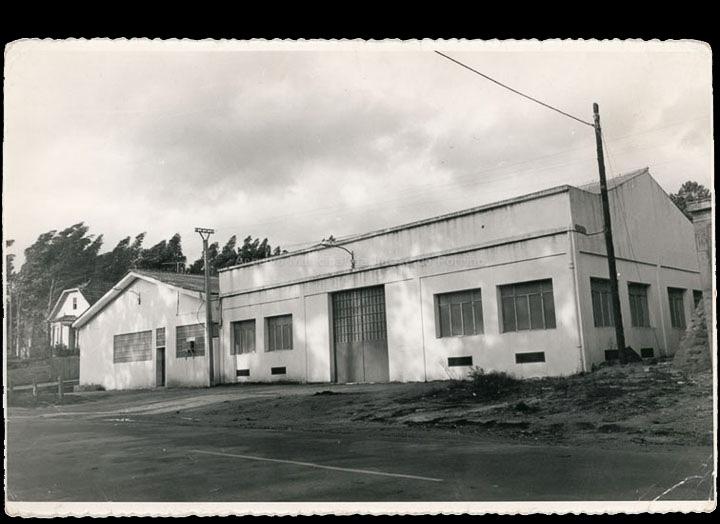 Instalacións de Adhesivos Industriales Núñez S. L. na Gulpilleira. / Foto Pako [Ca. 1971] / PROCEDENCIA: Cedida por Antonio Paz Valverde