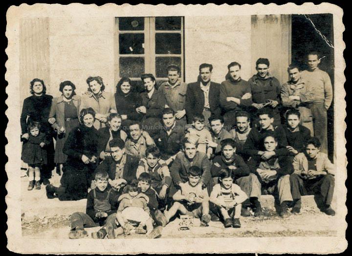 Empregados da fábrica de somieres Pérez Leirós. / Foto Ramiro [Ca. 1949] / PROCEDENCIA: Recollida O Porriño. Álbum familiar de Bernardino Troncoso Pereiro